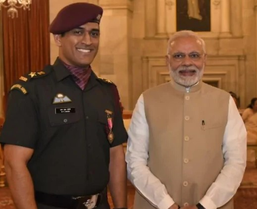 ms dhoni with modi